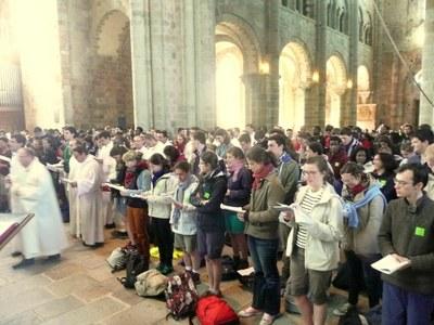 25. Plus de 800 pèlerins prenaient place dans l'abbatiale