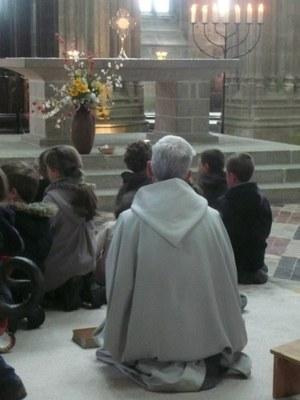 16. Temps d'adoration dans l'abbatiale