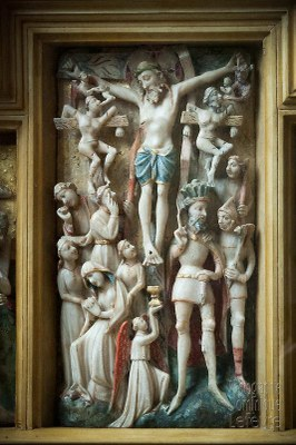 12. « Ils crucifièrent Jésus entre deux brigands»