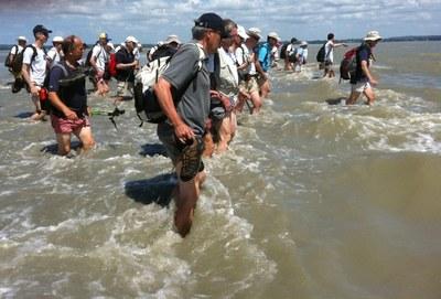 10 Dans le tumulte des flots: LE PASSAGE DE LA MER ROUGE POUR TOUS ! (Vous y seriez-vous aventurés seuls ?)